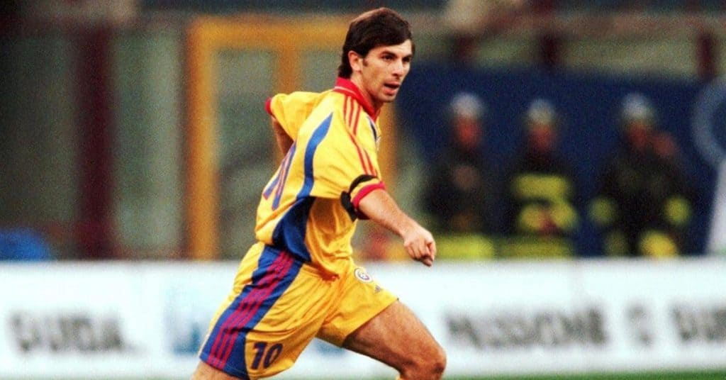 Ioan Lupescu running while playing for Romania